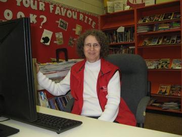 Linda Aksomitis volunteering in the library