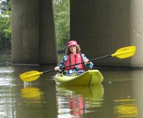 Linda Aksomitis kayaking